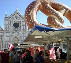 Mercato natalizio in Piazza Santa Croce a Firenze