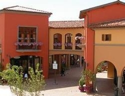 Shopping in toscana for Outlet spacci arredamento